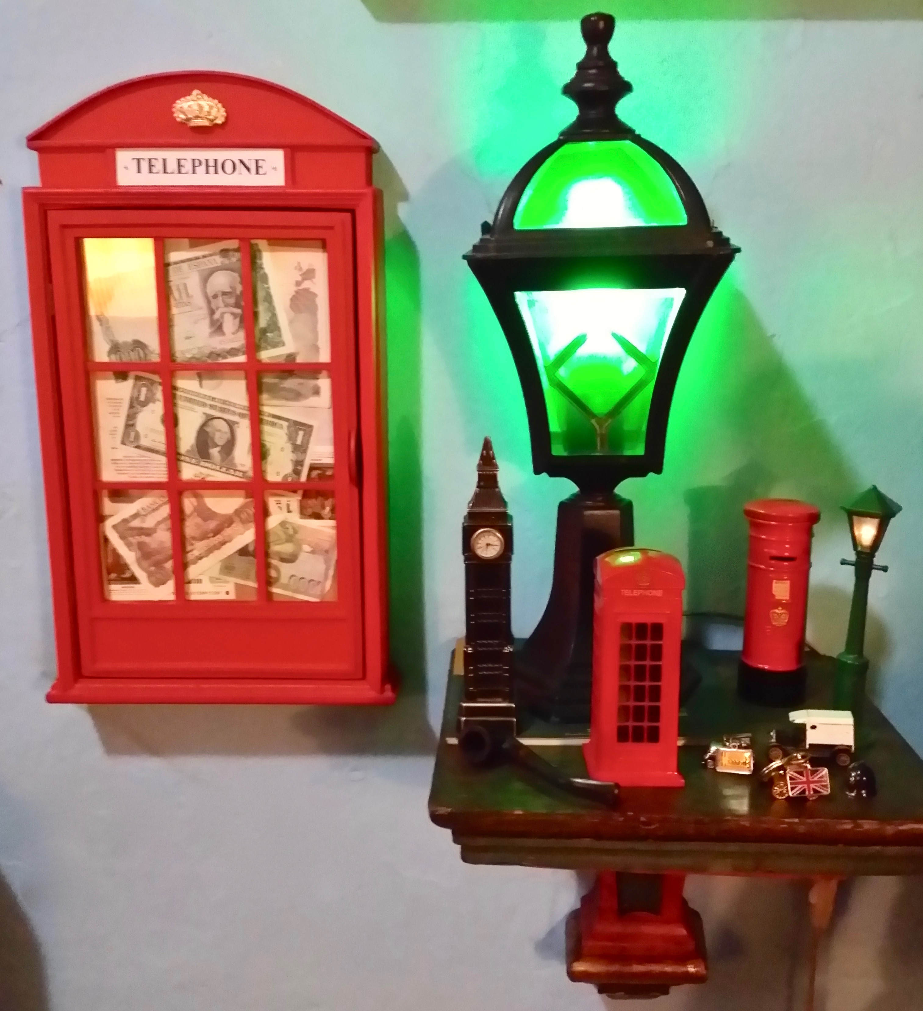 Armarito-llaves cabina londinense